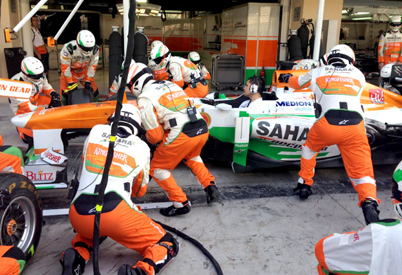 Force-India,-Tire-Change-2