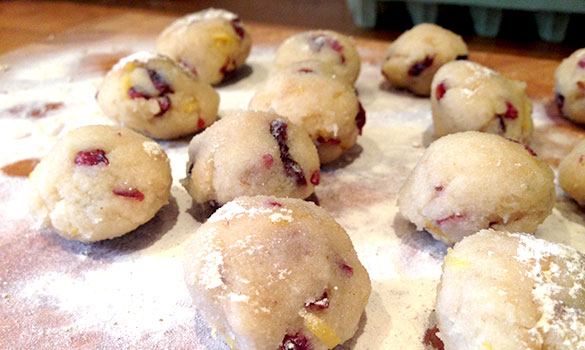Cranberry-&-lemon-amaretti-dough-balls
